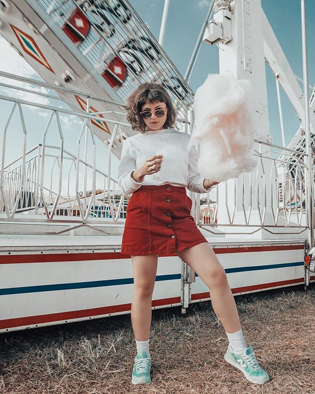 Vintage clothes for a Green Word ♻️🌍 #fashion #fashionforward #ecofashion #green #greenclothes #ecoclothes #girls #happy #show #rollercoaster #unsplash