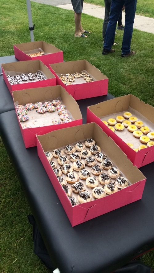 The team at the Foot Knee Back Clinic came together to hand out some Chubby Panda Donuts during the Ancaster Heritage Days Parade! What a great turnout and great excuse to eat some donuts!