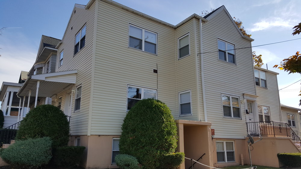 Diploma Dwelling   - 265 West 8th St. Erie Pa 16501Located in the beautiful Presta District, this building offers off street parking with one and two-bedroom units.  A simple one block walk from campus.