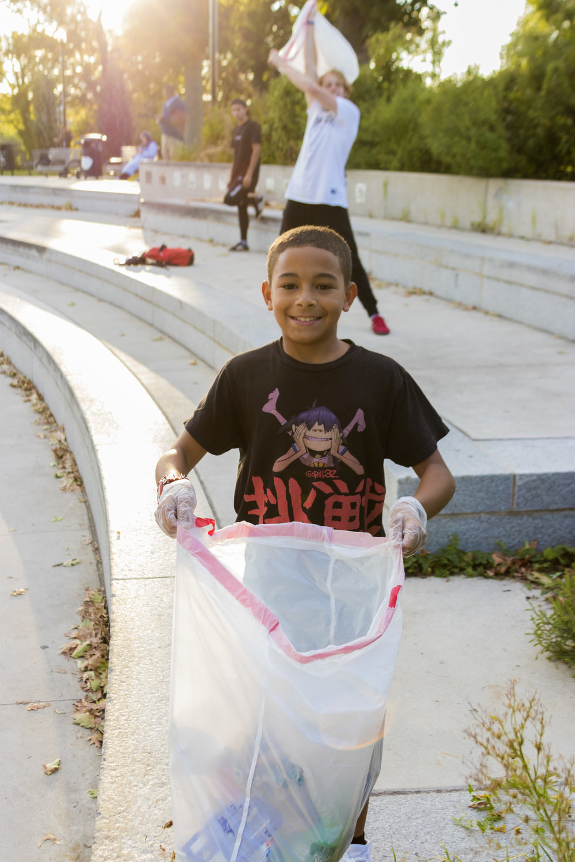 Mentos Collecting Trash