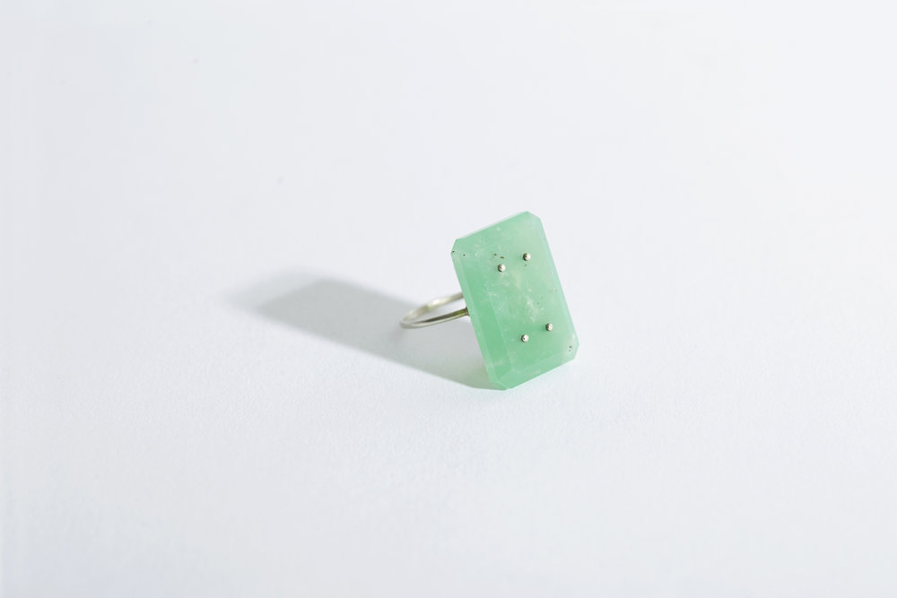10114  | Chrysoprase, 9ct White Gold £ 700