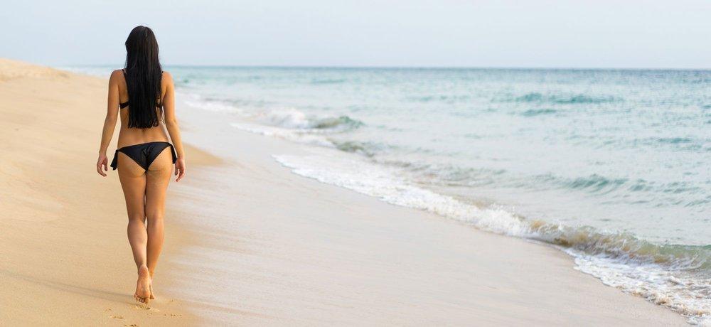 shutterstock_358719152_walking-on-beach-ID-c90b5c8b-f6e0-476c-850e-b45fb98d5275.jpg