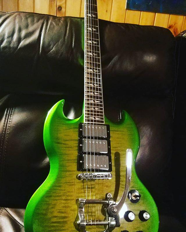 New whip for the axe man @erik.k.griffin! #gibson #gibsonsg #slimegreen #triplehumbucker #longlake #rocknroll #funk