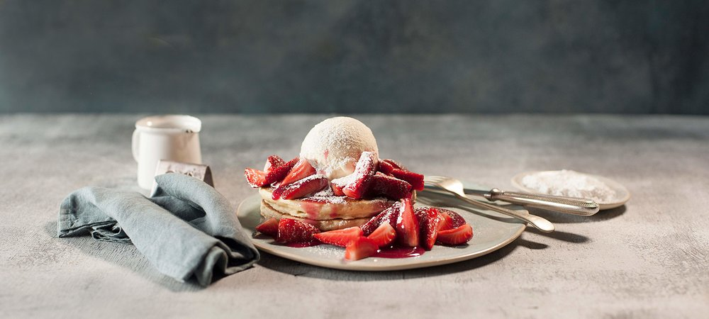 pancake-parlour-fresh-strawberries-icecream-hotcakes-sweet-dessert-snack