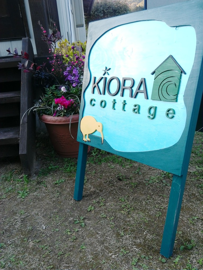 Kiora Cottage sign.jpg