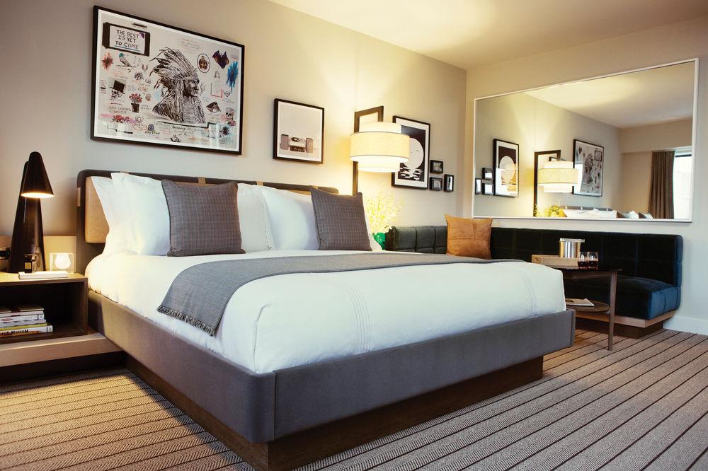 Pillows bed.jpg