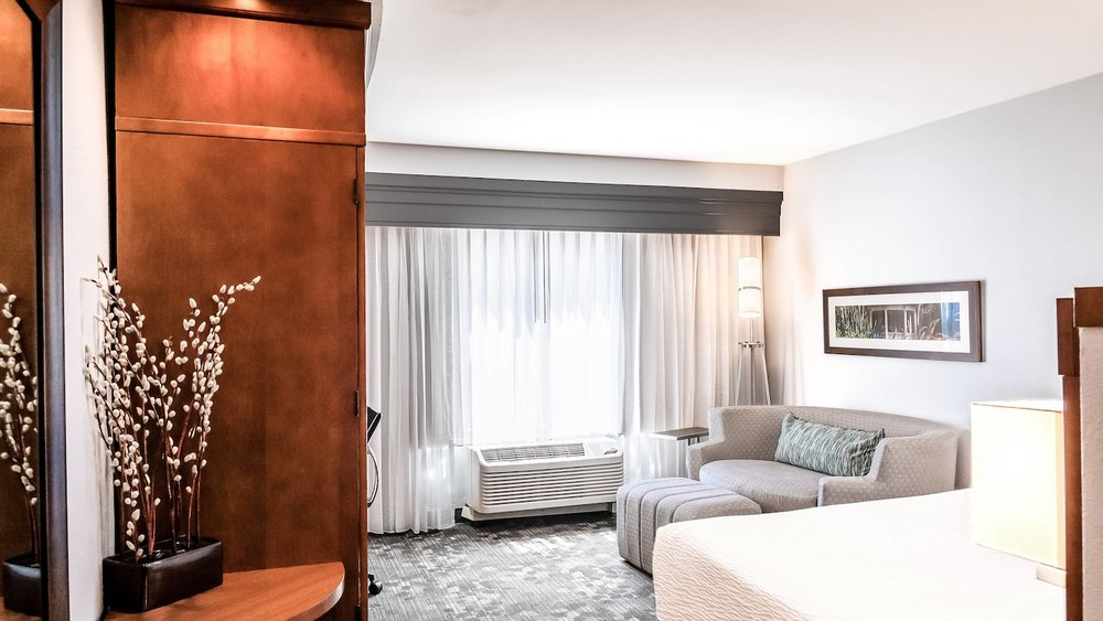 satnb-guestroom-0062-hor-wide.jpg