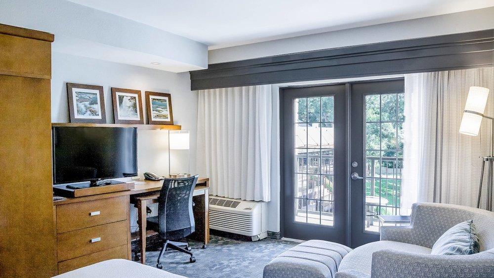 satnb-guestroom-0063-hor-wide.jpg