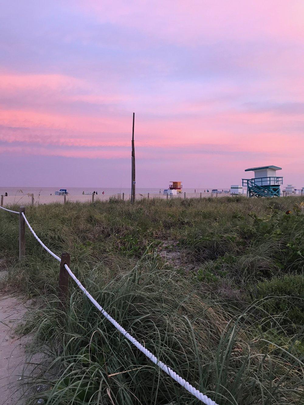 Wanderlust tip: - Les recomiendo tomar el Sol y en la zona Sur de la isla,cerca del Art Deco District (entre calles 5 y 15 sobre Ocean Dr.)El mar es más claro y la playa más limpia. Además hay mil sitios cerca para comer.