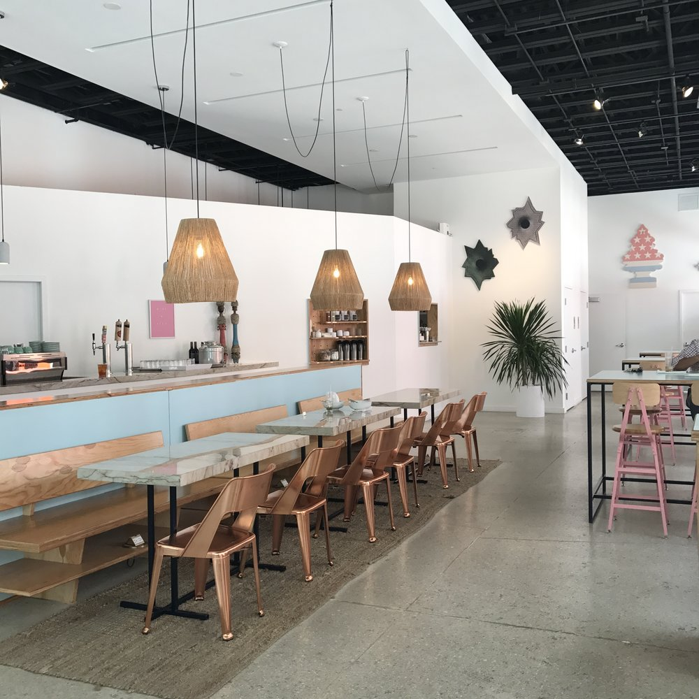 Wanderlust Tip: - Date un coffee break en el Design District. Su decoración es ¡DI-VI-NA!