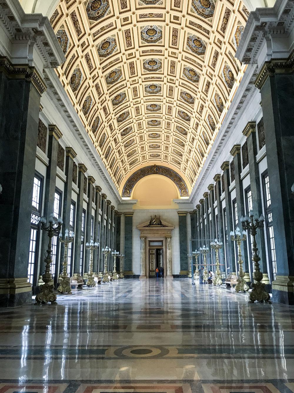 En el Capitolio - Como en muchas atracciones cubanas, hacer el tour sola (o) te da la ventaja de ir