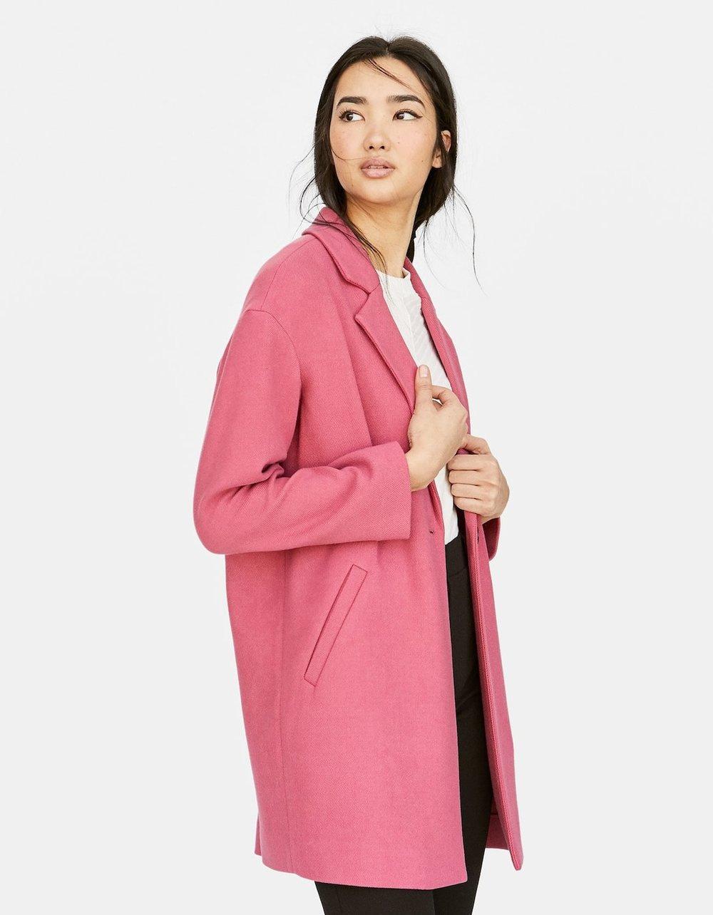 MINIMALIST - And if they are oversized in a solid color, BETTER!Abrigos oversized con un estilo minimalista. Y si son en colores sólidos ¡MUCHO MEJOR!