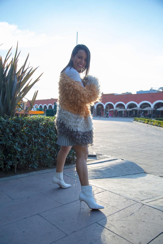 Knitted & Unique - Knitted pieces always last more than a season on the closet!¡Las piezas bordadas siempre estarán con nosotros más de una temporada!