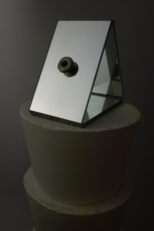 311.2.IMAGINATION.Espelho e gesso, 144 x 26 x 26cm, 2013.JPG
