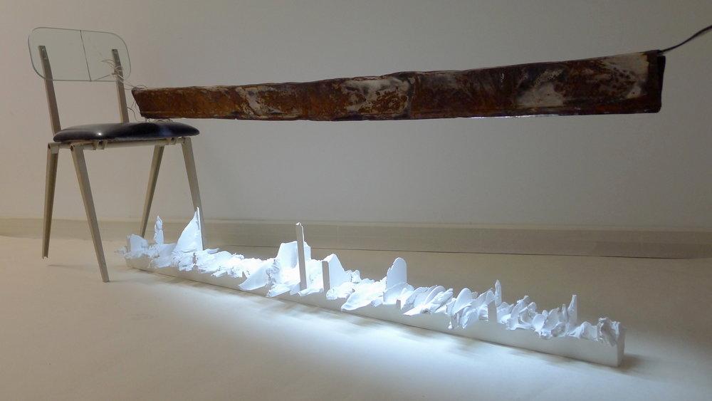 317.1.REFLEXÃO. Técnica mista, 80 x 40 x 215 cm, 2013.Exposição individual, Pré-Visão.Previsão, 2013.JPG