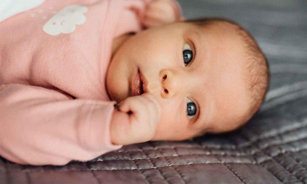 neugeborenenfotografie-zürich-babyfotografin-schweiz_glowingtribe.com.jpg