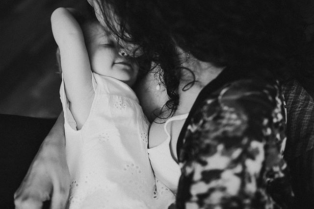 If only we could bottle up these sweet precious moments... . . . . . #stuggi #igersstuttgart #stuttgartblog  #stuttgartmitkind #tragenistliebe  #familienblog #familienfotografstuttgart  #stuttgartblogger #stuttgartmama #stuttgartmitkindern #attachmentparenting #letthekids #my_magical_moments #documentyourdays  #celebrate_childhood #magicofchildhood #wildandbravelittles #runwildmychild #letthemexplore #dearphotographer #beunraveled #emotionalstorytelling #dearestviewfinder #clickinmoms  #savorlifeintensely #thebeautifulstruggle #lookslikefilmkids #thl_connection #illuminateclasses