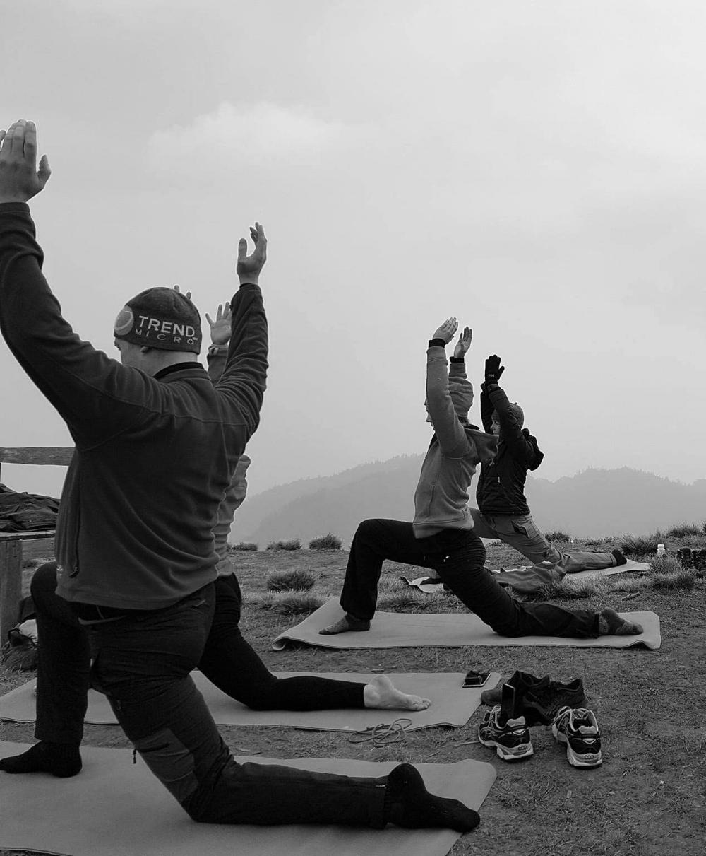 Fra yoga ute - på et fjell - i Nepal