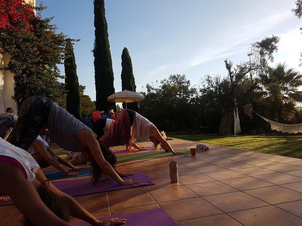 Bittelitt Yang-yoga ble det også.