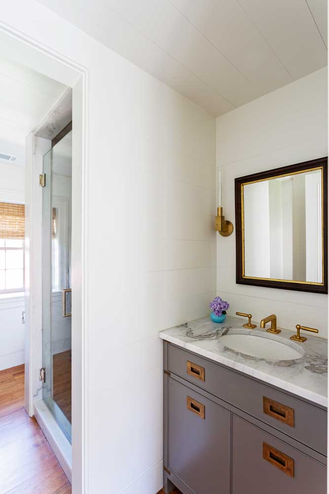 custom-renovated-vanity.jpg