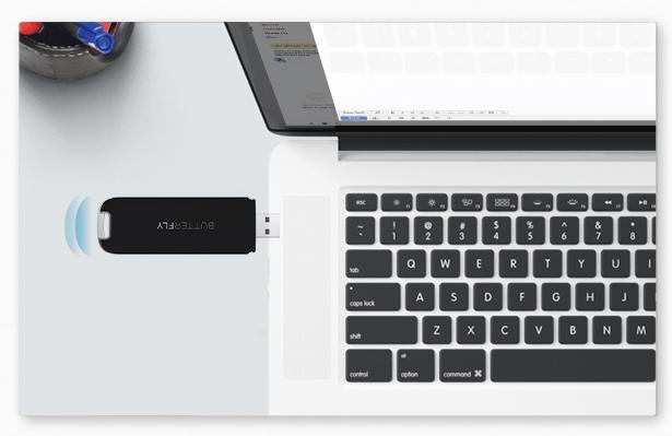 第一步:插上Butterfly VPN到任意USB充电口  将设备插入任何USB电源便可使用。 (比如:计算机上的端口,家用路由器,移动电源或电源适配器)。  提示:此时LED呈现蓝灯慢闪状态.