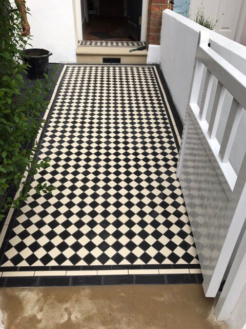 Tiled pathway