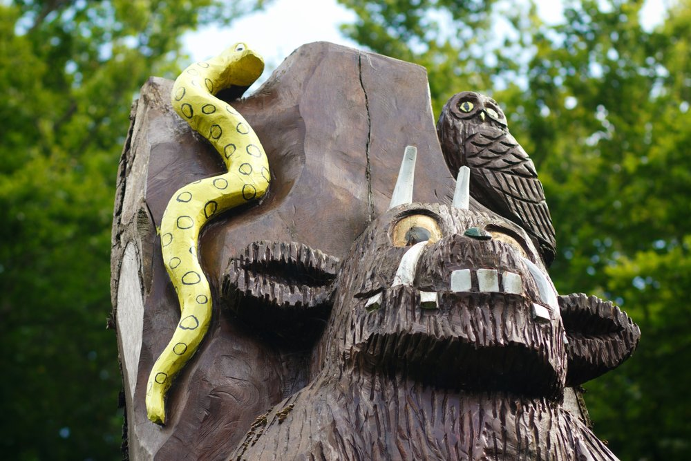 stunning tree carving of the Gruffalo at Kilmardinny Loch