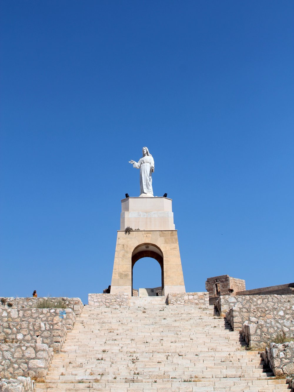 the statue of the sacred heart of Jesus