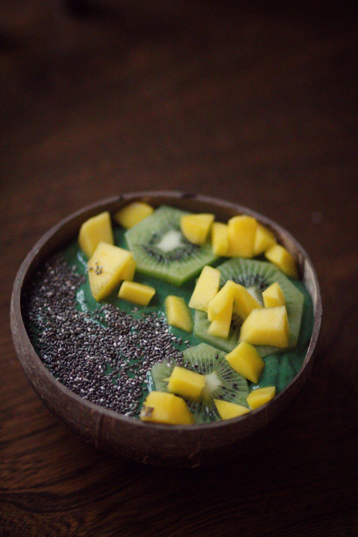 spirulina smoothie bowl