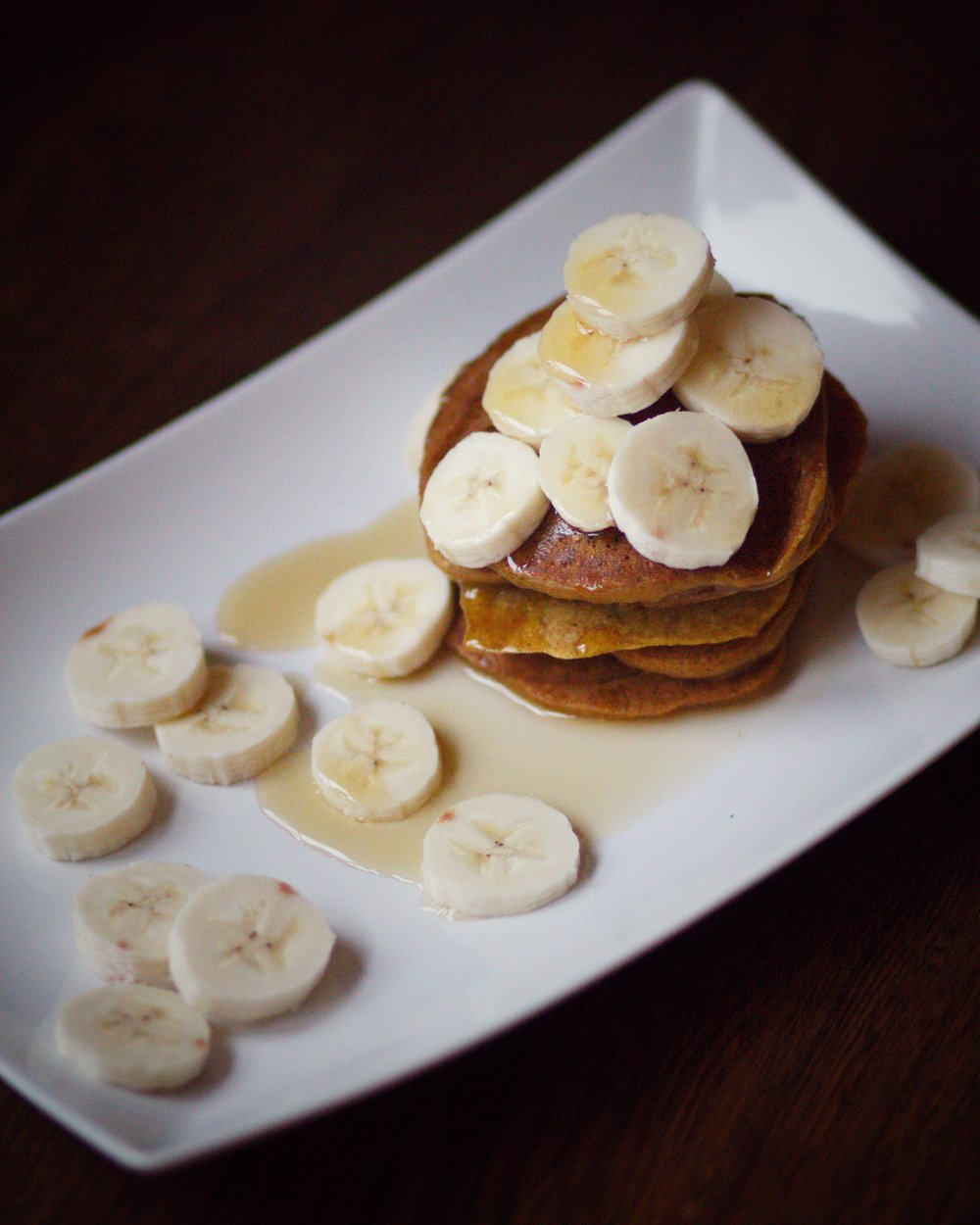 pancakes with banana and maple syrup