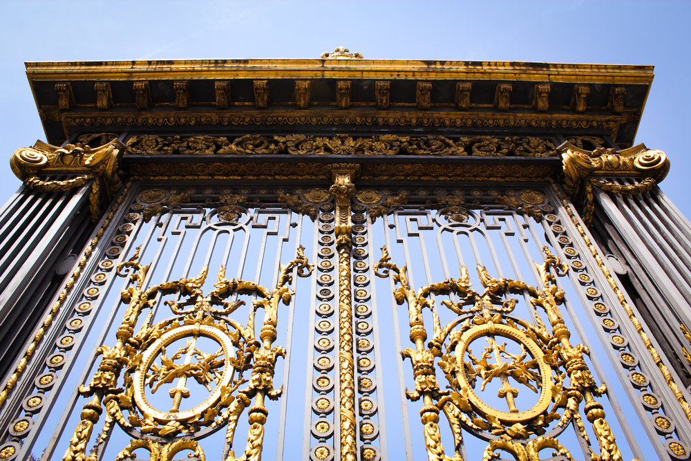 gates to the Palais de Justice de Paris