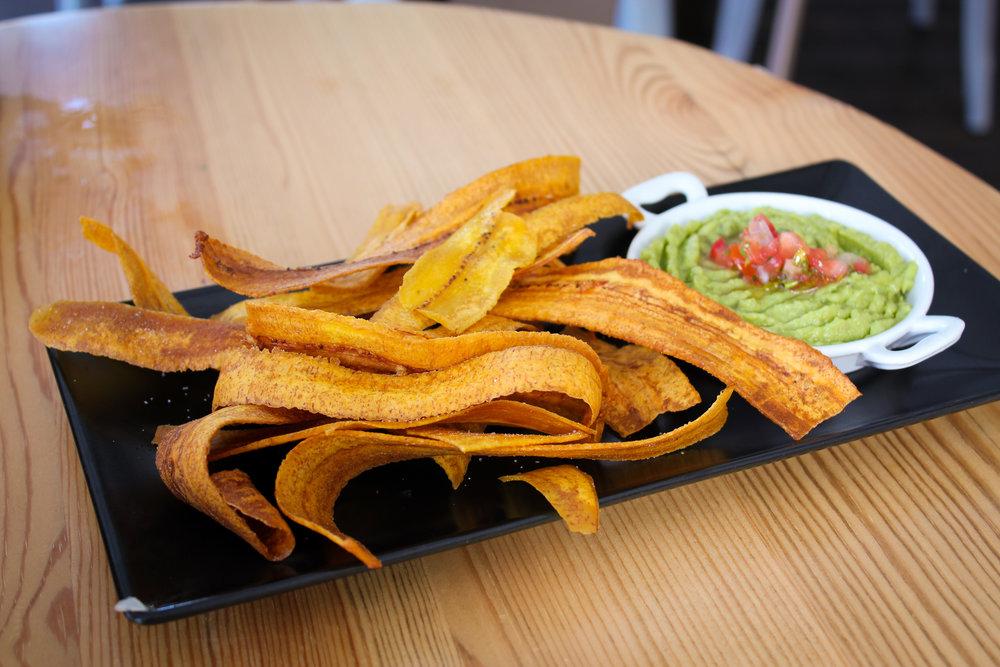 plantain banana chips with guacamole at La Carioca