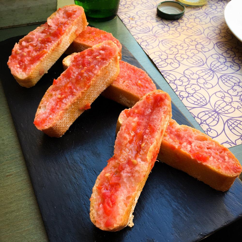 bread with tomato at Restaurant El Beso y La Luna