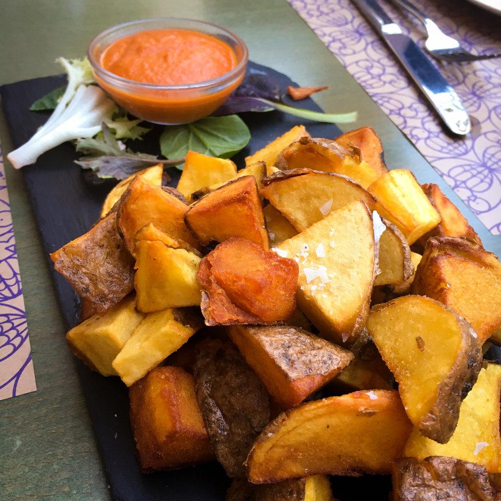 patatas bravas from Restaurant El Beso y La Luna
