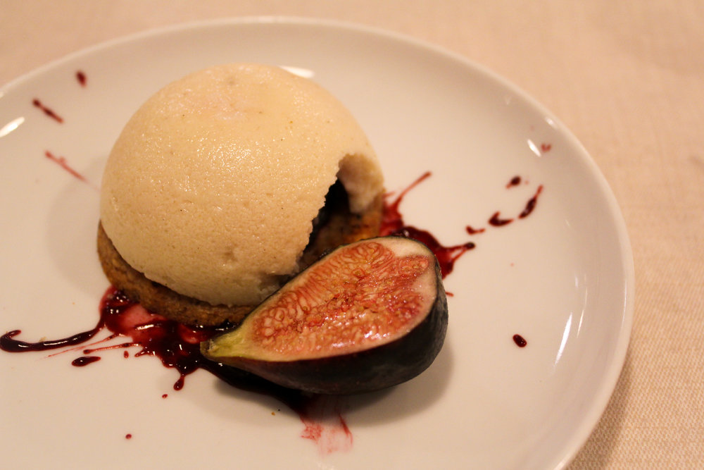 pannacotta and red figs cake