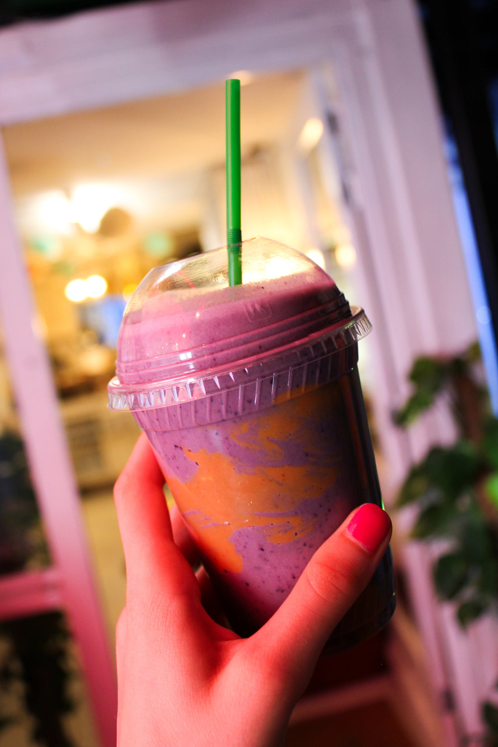 6th August - blueberry banana peanut butter smoothie in the heart of London (it was soooo good!)