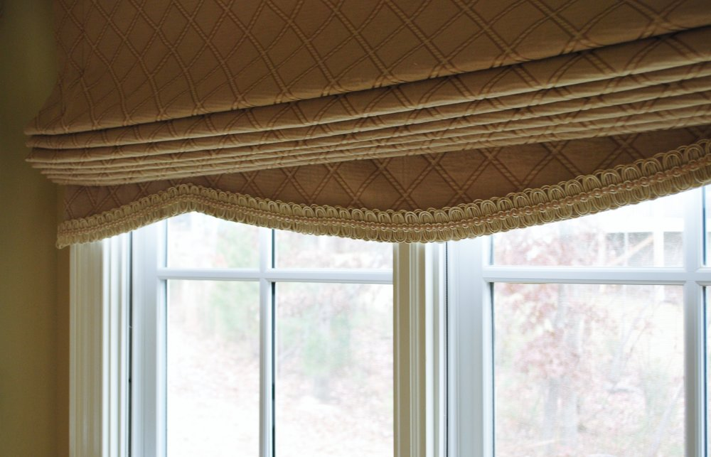 Roman shade with shaped hem