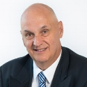 Dr Luis Bravo    Administrador / Administrator