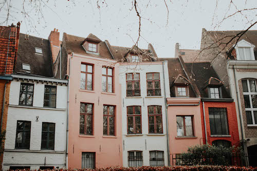 A row of houses behind the Cathedrale.
