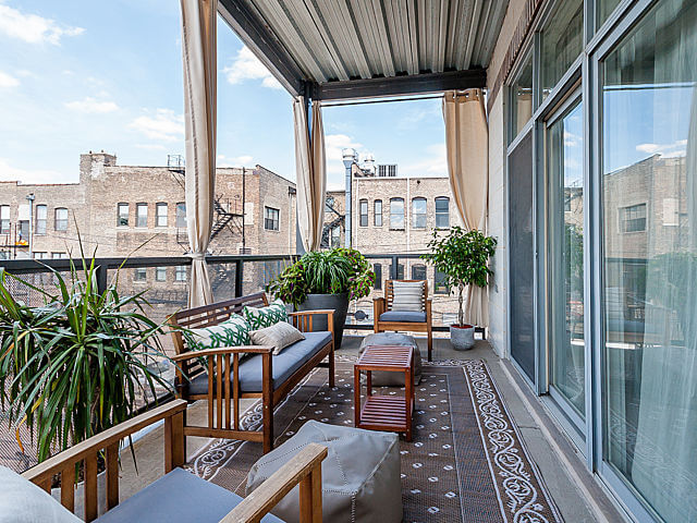 1250-N-Paulina-Chicago-Apartments-for-Rent-Balcony-View.jpeg