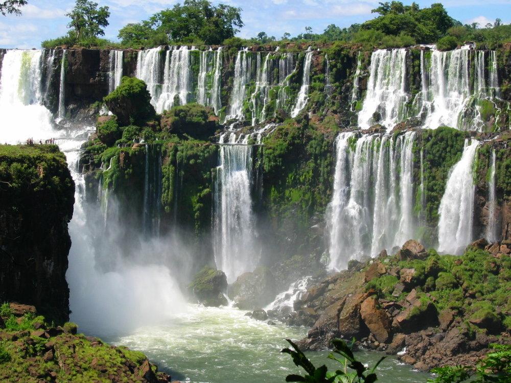 iguazu-falls-1372555.jpg