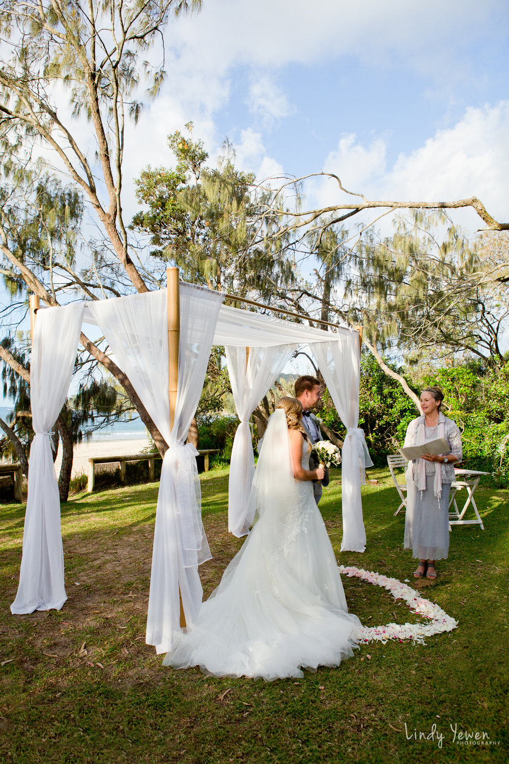 Noosa-elopement-package-decorating 1