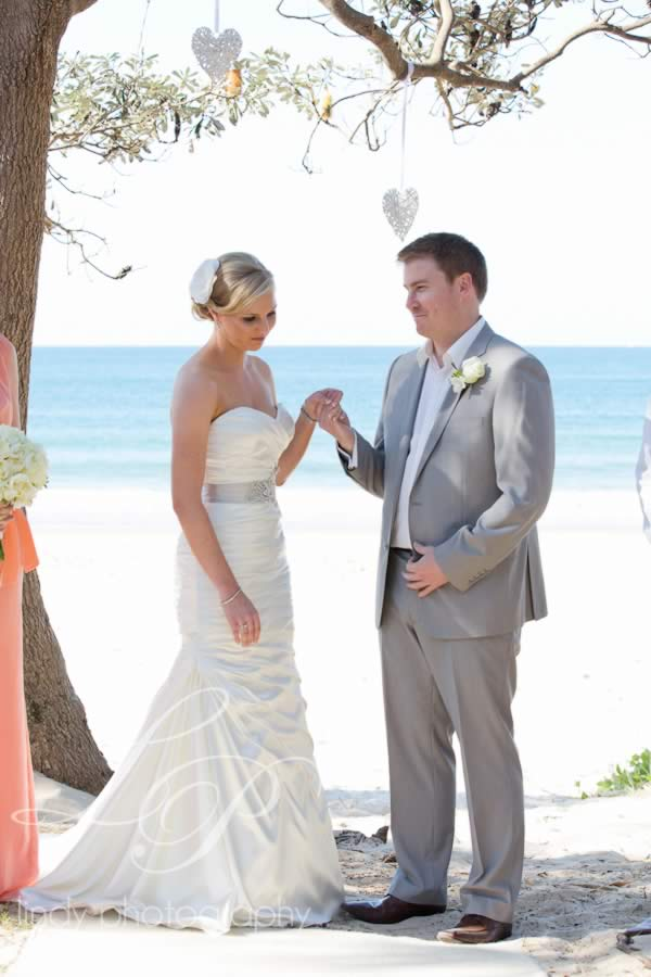Noosa-main-beach-wedding-ceremony 1