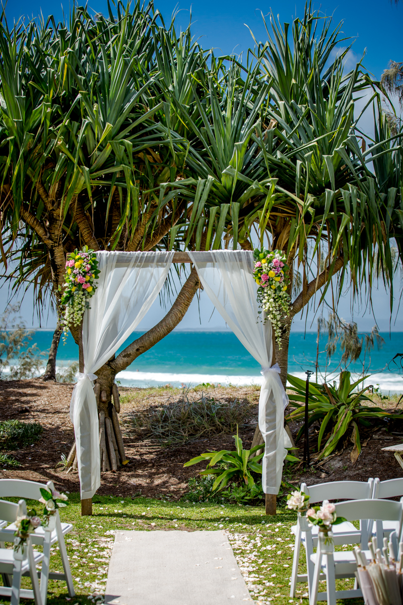 Noosa-main-beach-wedding 4