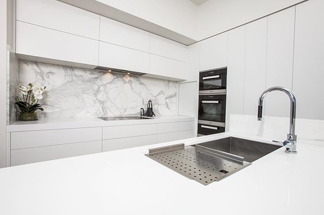 "A delightful combination of ""Pure White"" @caesarstoneau benchtops and Calacatta Marble splashbacks ~ @caesarstoneau provides a surface that is easily maintained and durable."