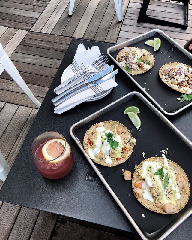Chilly fall nights 🍂 makes me miss summer tacos and sangria on rooftops. Wishing for al fresco dining. 🍴 . . . #throwback #summerdaze #sangria #tacotuesday #foodie #bostoneats #forkyeah #yelpeatsbos #eatthis #bostonblog #bostonblogger #thenines