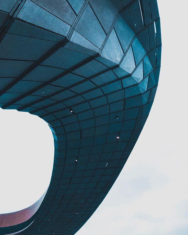 B R O O K L Y N.  B /\ R C L /\ Y'S . . . . . #strollingaround #travel #photography #design #art #outtakes #instagood #city #landscape #architecture #vsco #architecturelovers #instagram #vscocam #streetphotography #travelphotography #color