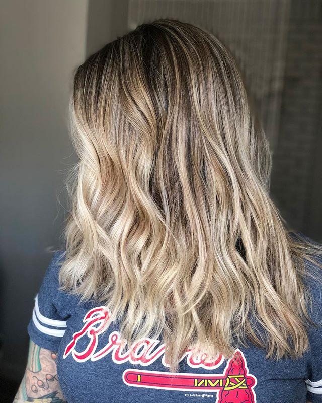 Lived in Blonde 🤩@bluebird.hair  #multidimensionalblonde #bronde #brightblonde #balayage