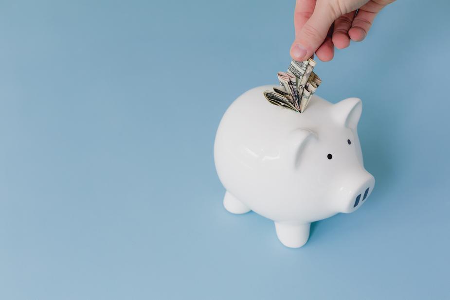 saving-money-piggy-bank_925x.jpg