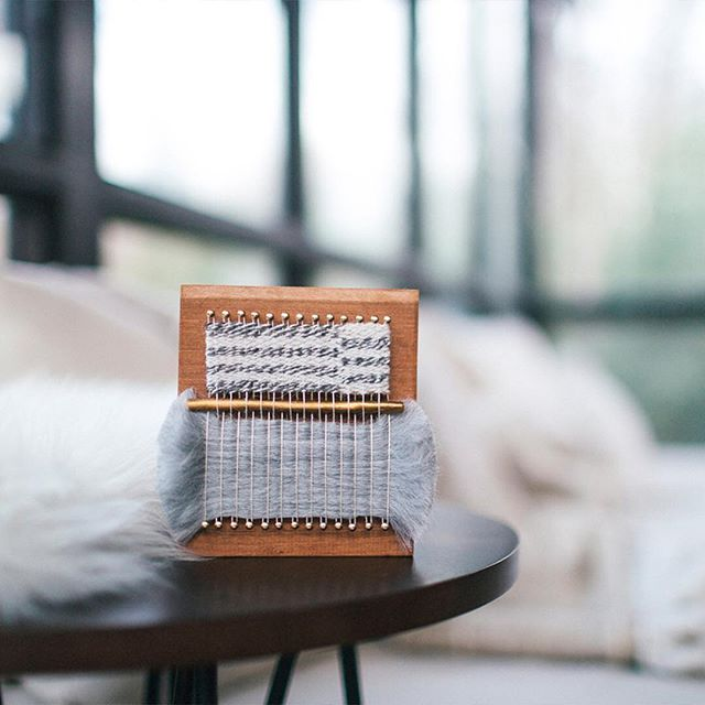 Incorporating the actual loom as part of the finished piece, @twentytwoweststudio's loom blocks are our current favourite! Read more about them at koel-stories.com.